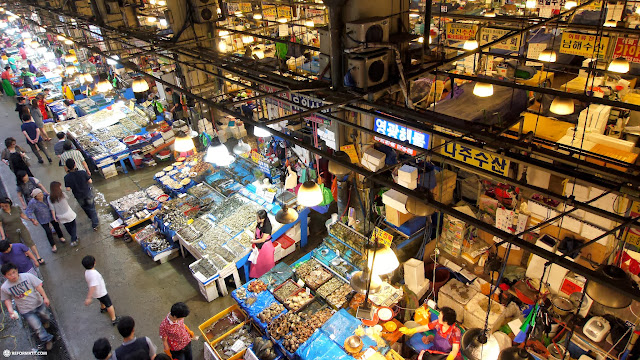 noryangjin fisheries wholesale market in Seoul, Korea in Seoul, Seoul Special City, South Korea