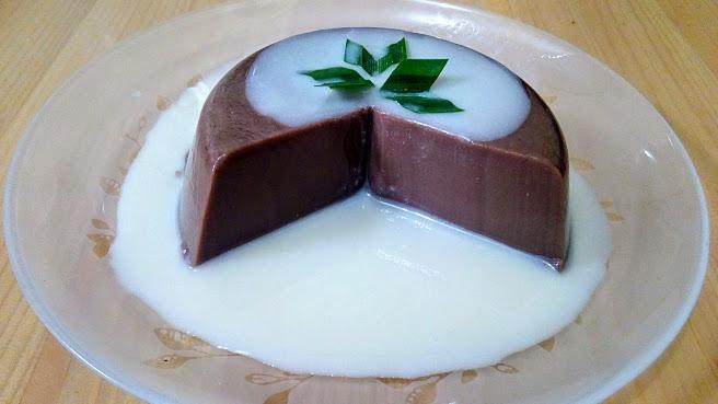 Puding coklat dengan vla vanilla