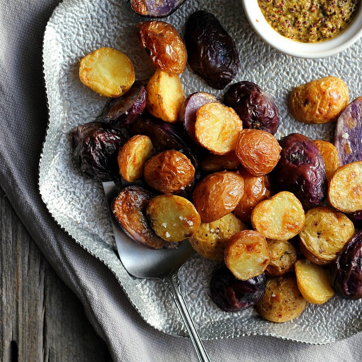 Salt + Vinegar Roasted Potatoes with Turmeric Honey Mustard Recept ...