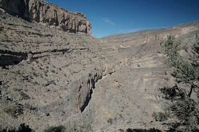 'Balcony-Walk' 800 m oberhalb des Wadi Nakhar