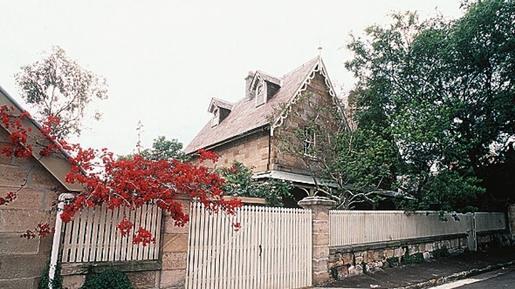 Clifton Villa in 1998, two years before it was bought by the Ainsworths for $3,525,000.