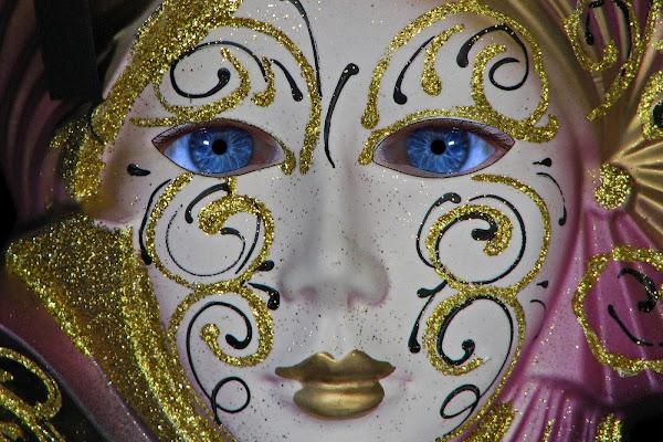 Occhi in maschera di GiBi