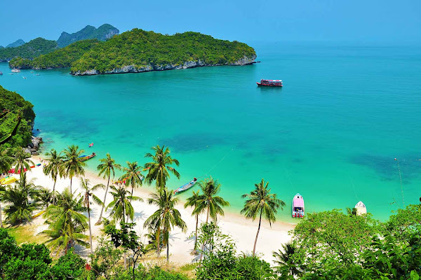 Enjoy an amazing view over Angthong Marine Park