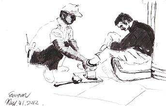 Photo: 上腳鐐2012.05.31鋼筆 同仁正為外醫收容人上腳鐐…