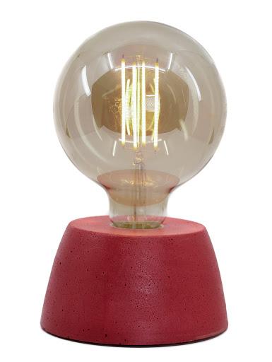 Lampe béton couleur rouge création fait-main atelier français de la marque Junny