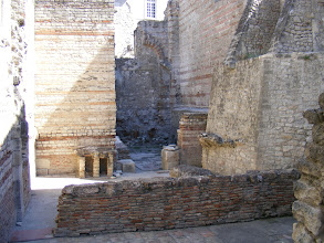 Photo: The parts of the structure (built of alternating rows of bricks and small worked limestone blocks) remaining include the hot rooms, the pools, the ventilation system for the hot air circulating within the walls through tubuli (hollow tiles) and between the piles of bricks (hypocausts).