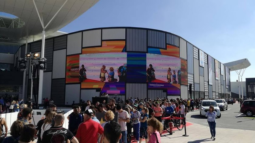 Imagen del Centro Comercial Torrecárdenas con su premiada pantalla.