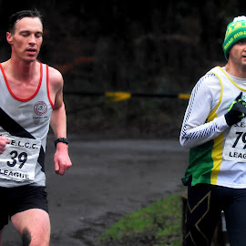 Head  start by Gordon Simpson - Sports & Fitness Running
