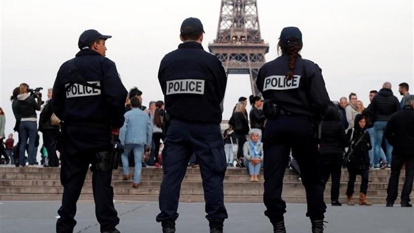 Policías franceses en París.