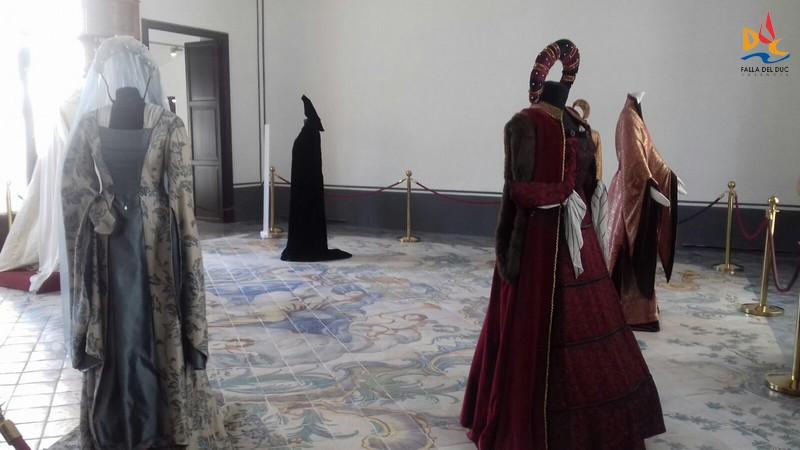 La seda en la corte de los Reyes Católicos