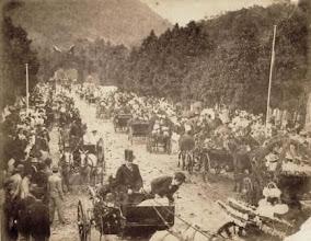 Photo: Batalha de Flores promovida pela Família Imperial com o objetivo de se angariar fundos para a compra de cartas de alforria. Foto de 1888