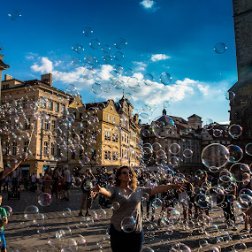 Moment of joy with ten million bubbles by Arif Sarıyıldız - People Street & Candids ( joy, bubbles, prague, travel photography,  )