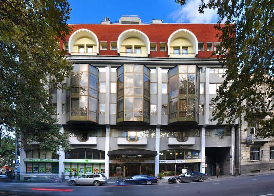 Varazi Hotel