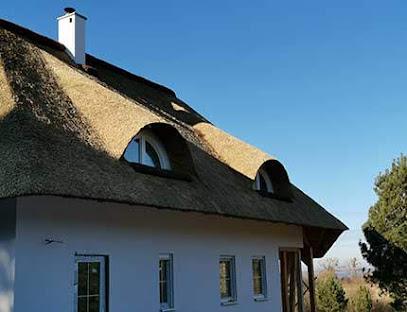 Dom z pokryciem z trzciny