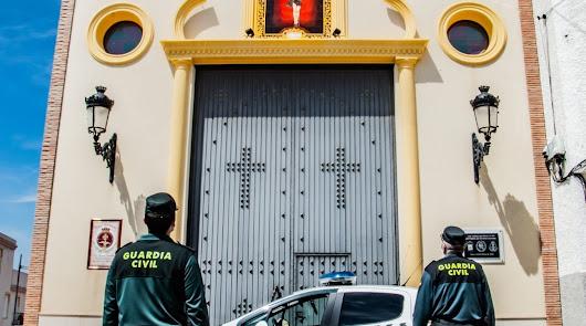 La Guardia Civil visita la Hermandad de San Juan de Vera por su Jueves Santo
