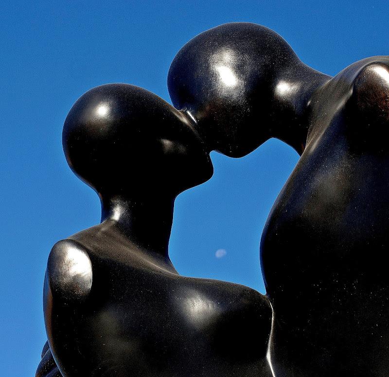 Un bacio  di Luciano Fontebasso