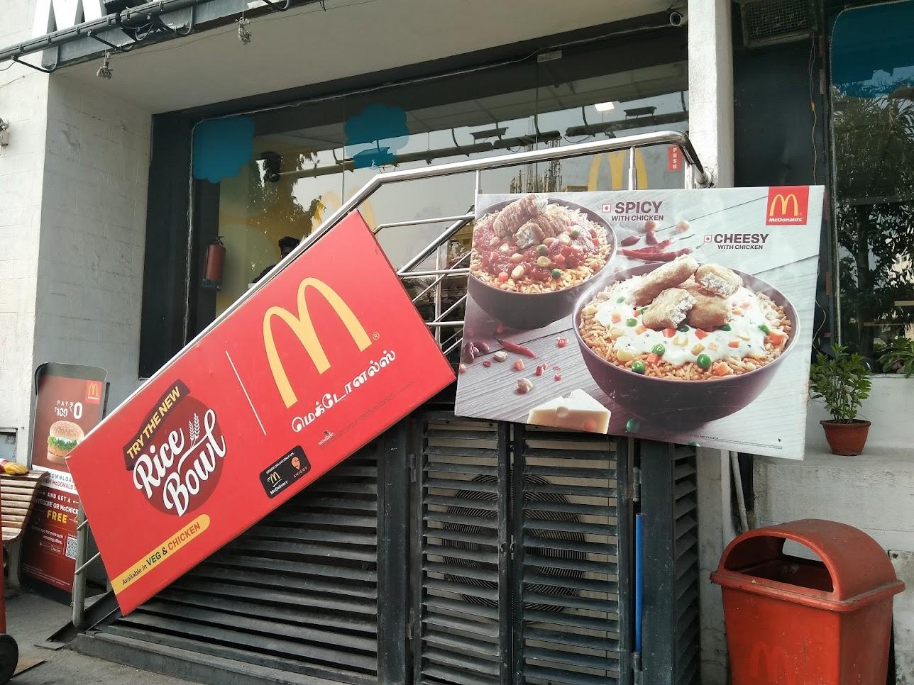 インドマクドナルドの看板