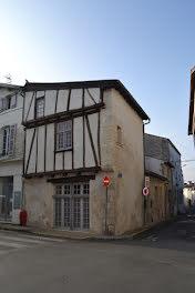 locaux professionels à Saint-Jean-d'Angély (17)
