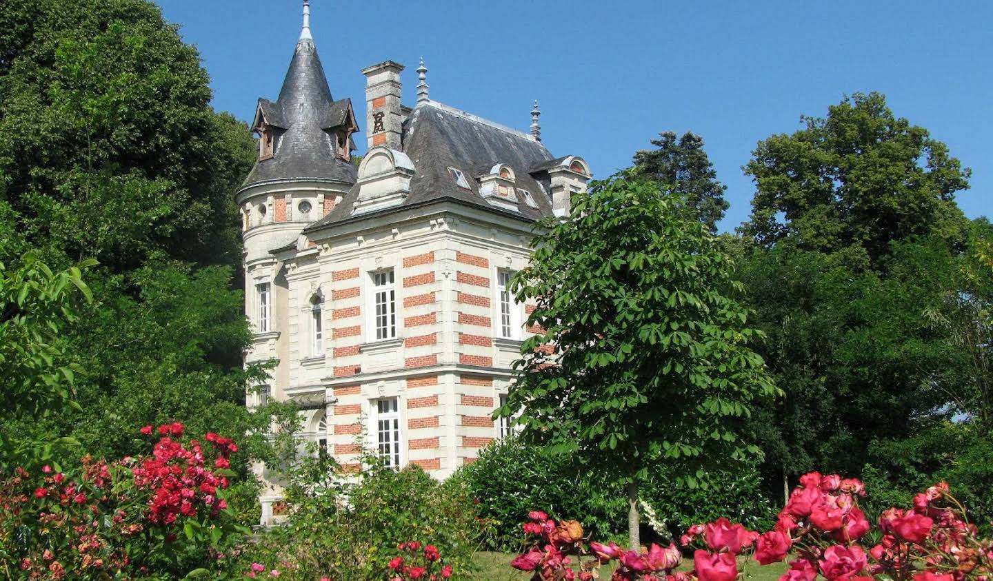 Private mansion with garden Angers