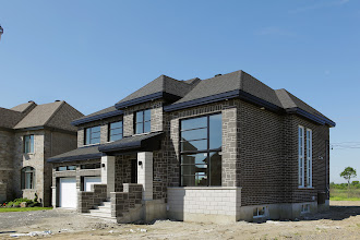 Photo: Estate Stone Norton Blend on the front and Saratoga Brick Norton Blend on the side