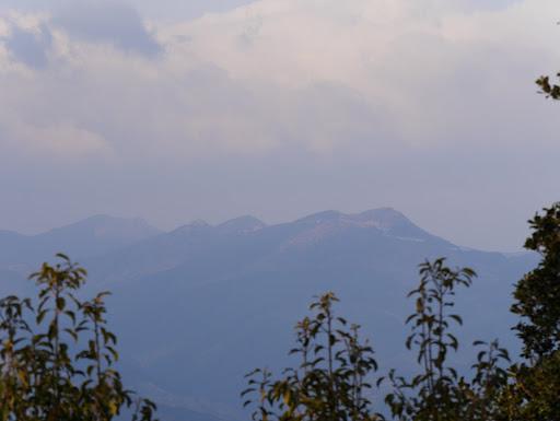 獅子ヶ岳(右)と七洞岳(左)