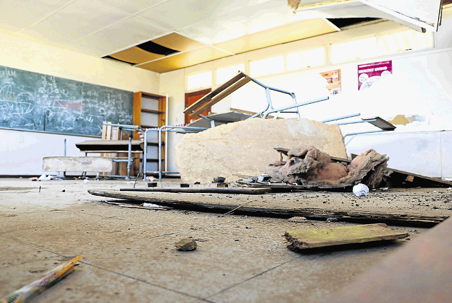 Parents from Schornville Primary School refuse to send their children to school because they say the school building is a tragedy waiting to happen. Ceilings, floors and a wall have collapsed.