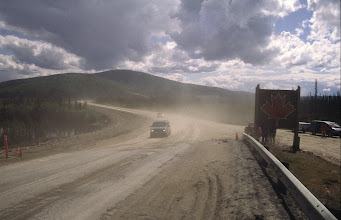 Photo: Alaska Highway an der Grenze in Yukon Territorium (Kanada)