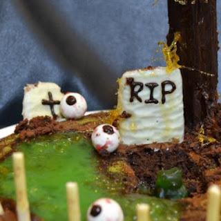 100% EDIBLE ZOMBIE GUMMY BEAR GRAVEYARD HALLOWEEN CAKE
