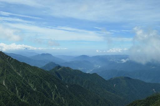左に南木曽山、その奥に恵那山が僅かに