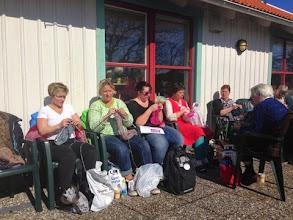 Photo: Utanför Torget var det lä och där valde många att sitta.
