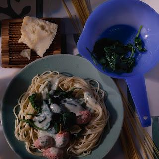 Spaghetti mit Lachsklößchen