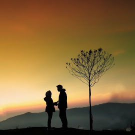 Shillouette  by Omiq Qsm - People Couples