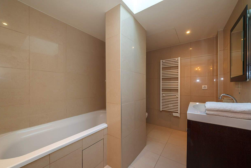 bathroom trocadero serviced apartment