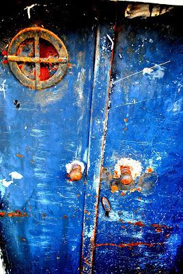 THE BLUE DOOR di Vikycarta