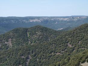 Photo: Coll de la Caldereta vers migdia: El Tossal Galliner a primer terme. Capafons i els Motllats al fons.