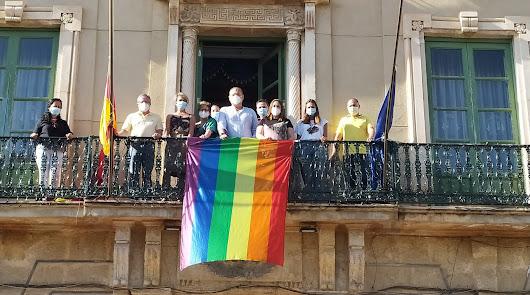 Cuevas se vuelca en la defensa de los derechos del colectivo LGTBI