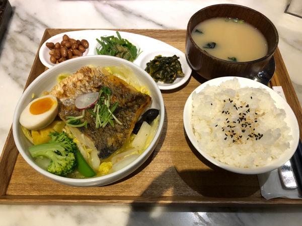 永心鳳茶二店,餐點精緻環境舒適,品茗好去處