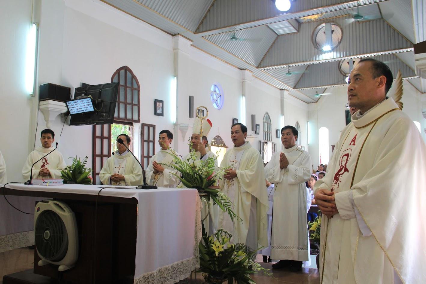 Giáo xứ Ngạn Sơn: Thánh lễ Bổn mạng và Làm phép Nhà mới - Ảnh minh hoạ 23