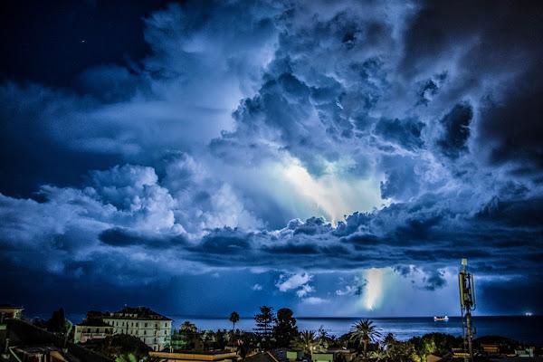 Blu tempesta di Elisabetta Castellano
