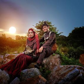 TRADISIONAL MALAYSIAN WEDDING COUPLE by Budin DaneCreative - Wedding Bride & Groom ( malay wedding, outdoor photography, strobist, malay, malaysia, post-wedding, red, sunset, outdoor, couple, hijab, nikon, songket,  )