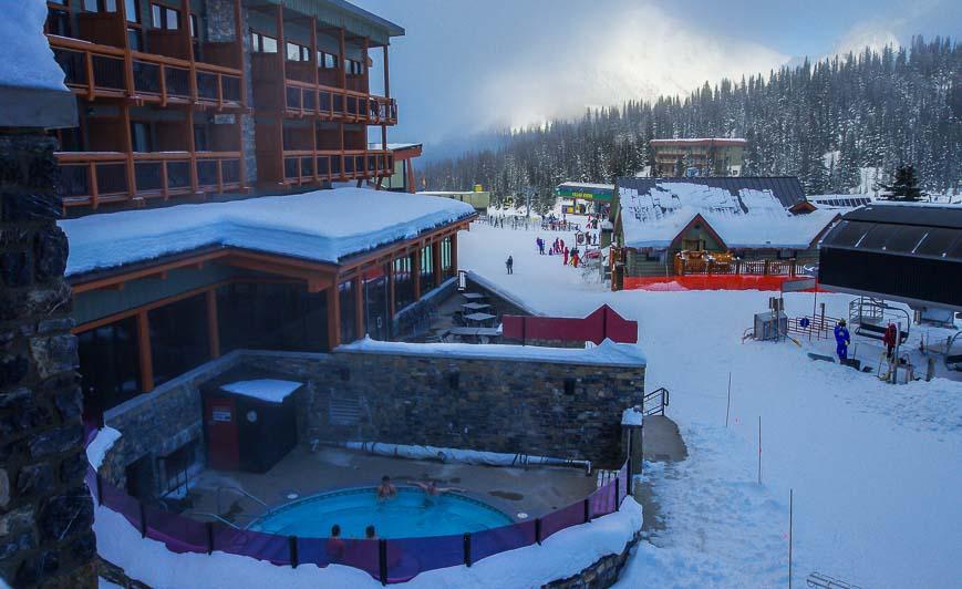 The giant hot tub at Sunshine Mountain Lodge