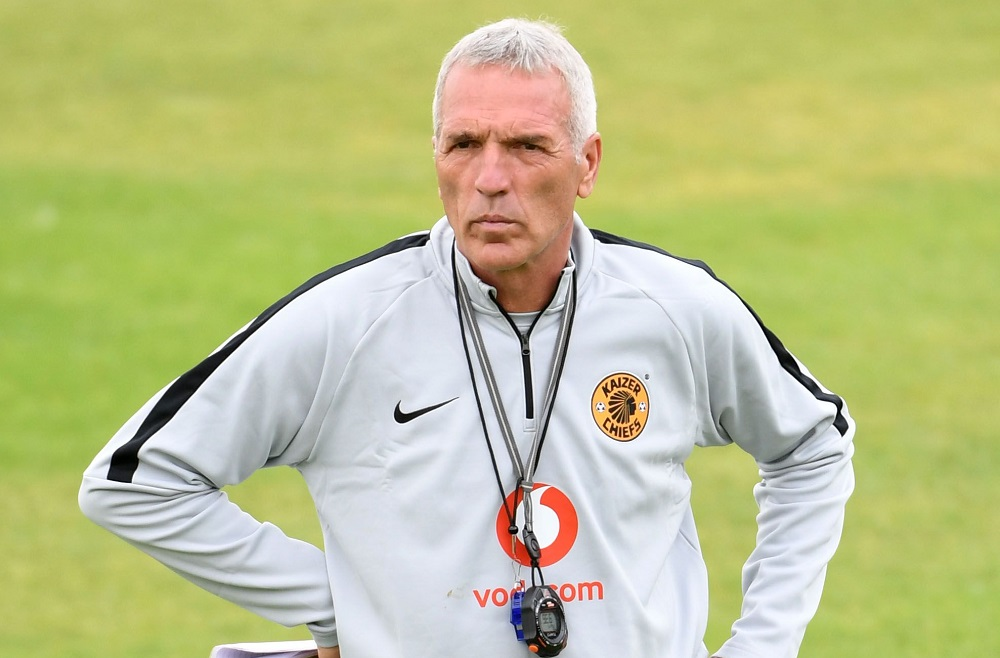 Kaizer Chiefs coach Middendorp  calls for professional refs
