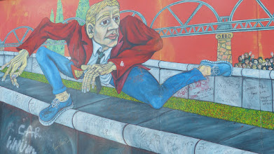 "Photo: East Side Gallery; Gabriel Heimler ""Der Mauerspringer"""