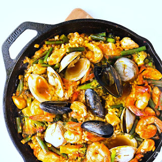 Seafood Paella With Clams, Shrimp & Mussels.