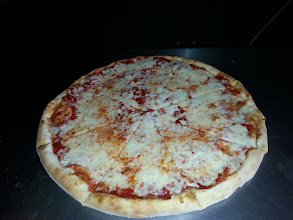 Photo: cheese pizza