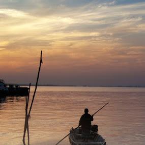 Nelayan by Mochammad Kurniawan - Landscapes Sunsets & Sunrises ( kapal, perahu, nelayan )