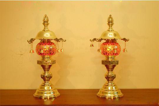 chân đèn bàn thờ bằng đồng