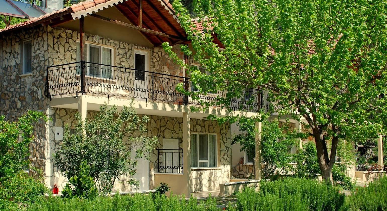 Dionysos Lodge