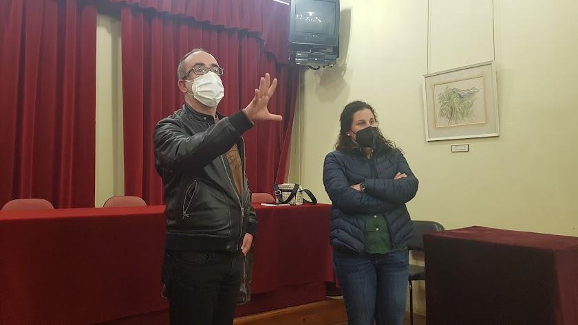 El tutor Daniel Sánchez y la concejala de Turismo María Isabel Ponce.