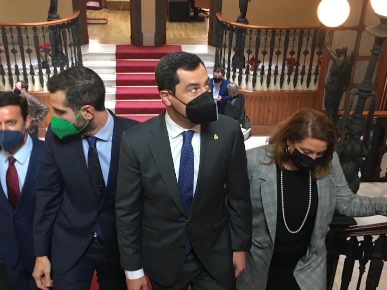 El presidente andaluz a su llegada a la Delegación de la Junta de Andalucía en Almería.